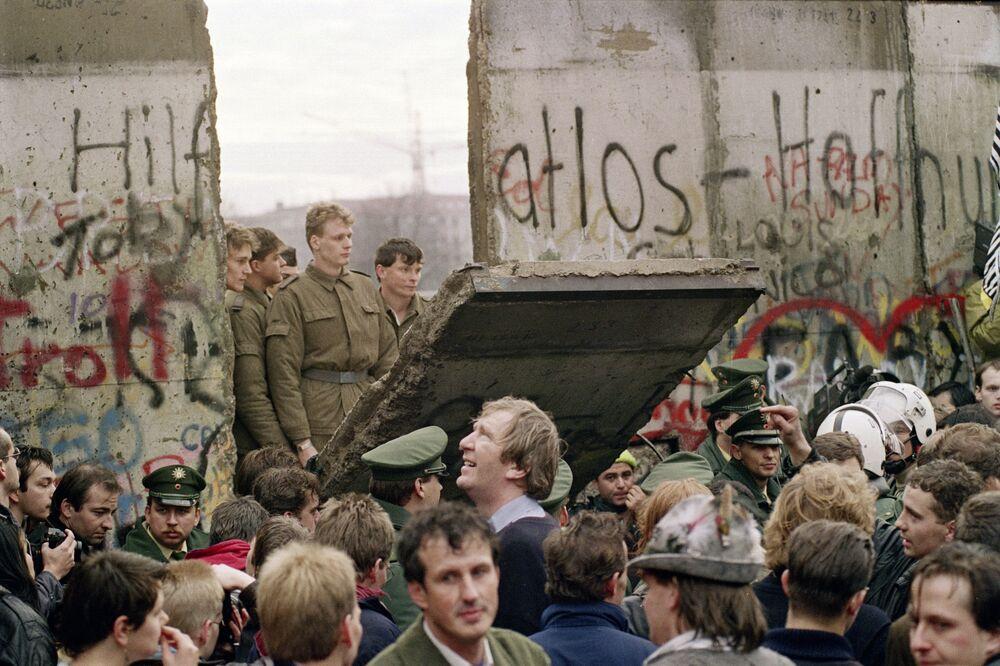 Il muro più forte del mondo non è stato rovesciato dai politici, ma dalla gente comune