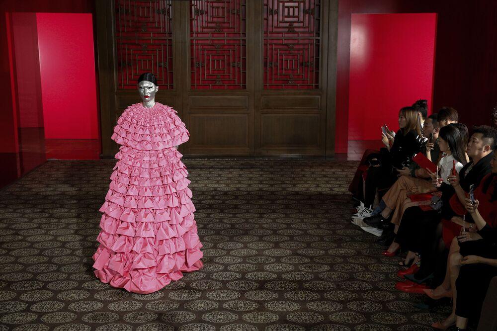 Le modelle hanno mostrato 45 creazioni incredibili dello stilista Pierpaolo Picciolli
