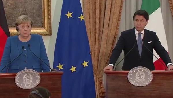 La conferenza stampa congiunta di Giuseppe Conte e Angela Merkel - Sputnik Italia