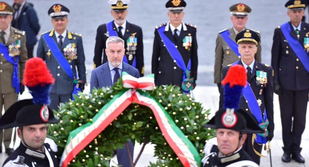 Il Ministro della Difesa Lorenzo Guerini depone una corona d'alloro sull'Altare della Patria in ricordo di Nassiriya