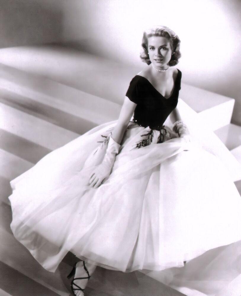 Il servizio fotografico dell'attrice americana Grace Kelly per il film 'La finestra sul cortile', 1954