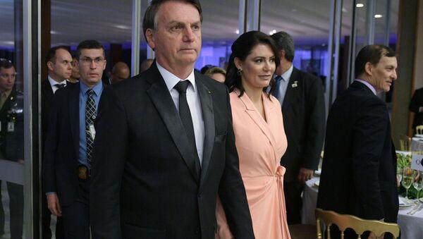 Il presidente del Brasile Jair Bolsonaro con la coniuge Michelle - Sputnik Italia