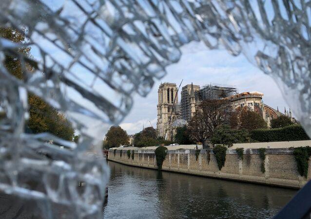 Ricostruzione di Notre-Dame a Parigi