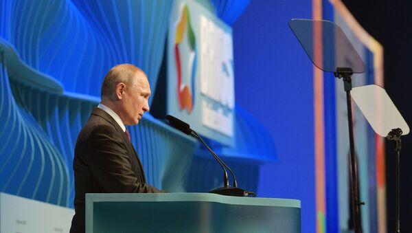 Il presidente russo Vladimir Putin al BRICS Business Forum in Brasile  - Sputnik Italia
