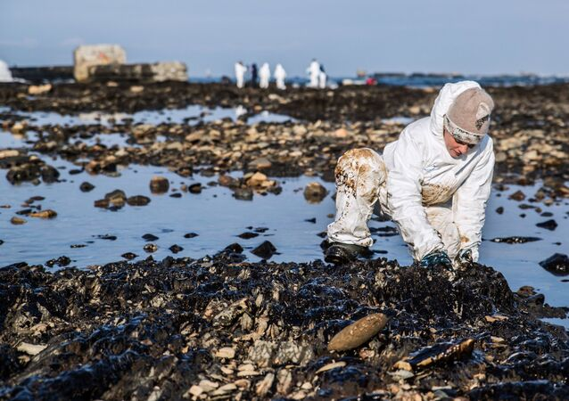 Raccolta di residui dalla raffinazione del petrolio
