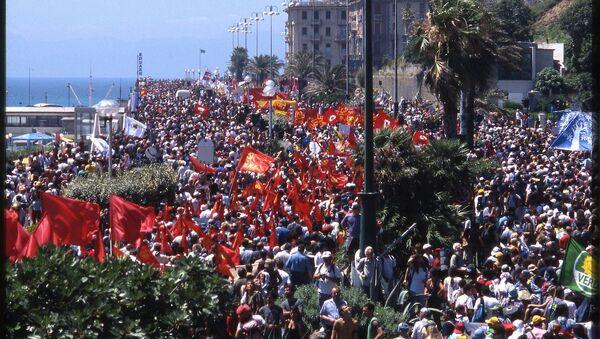 G8 Genova 2001 - Sputnik Italia
