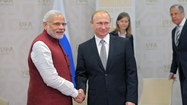 Il presidente russo Vladimir Putin e il primo ministro indiano Narendra Modi durante il loro incontro a Ufa - Sputnik Italia