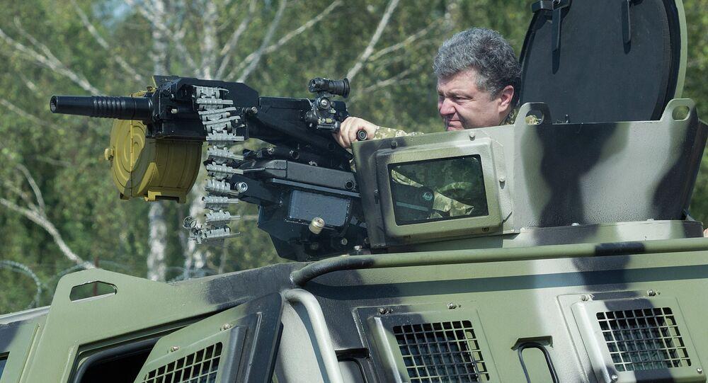Petr Poroshenko in visita a base della Guardia Nazionale (foto d'archivio)
