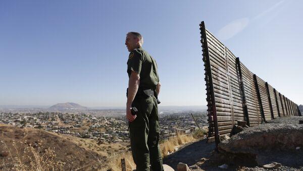 Una guardia di frontiera statunitense - Sputnik Italia