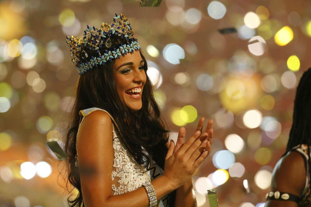 Kaiane Aldorino di Gibilterra dopo aver vinto il concorso Miss World-2009 a Johannesburg, in Sudafrica, il 12 dicembre 2009