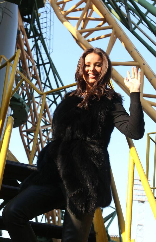 La modella e conduttrice televisiva russa Oksana Fedorova, Miss Universo-2002. Ha cominciato la sua carriera in polizia. - Sputnik Italia