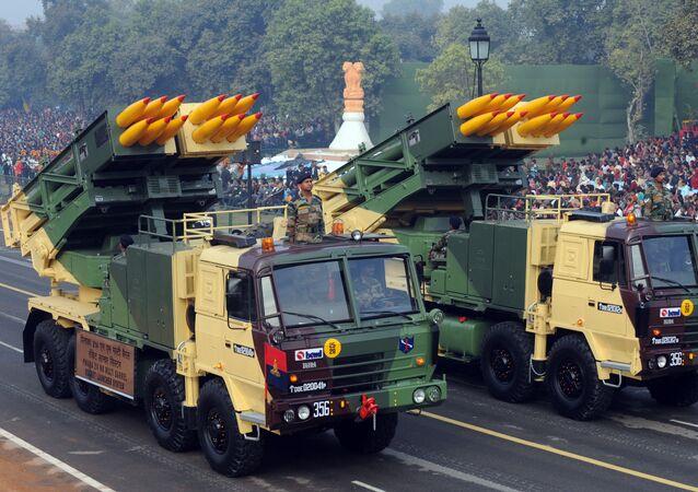 Piattaforme mobili Pinaka 214MM indiane per il lancio di missili