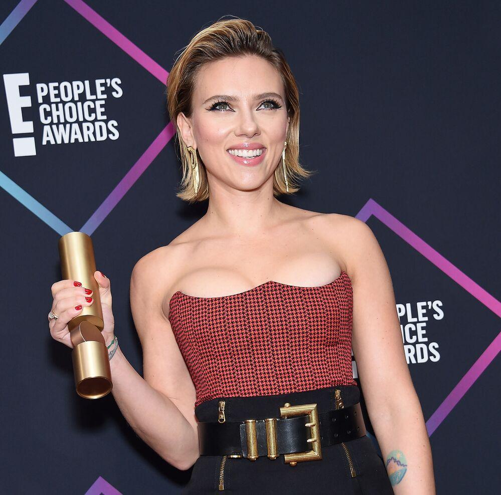 Scarlett Johansson, nominata per The Female Movie Star del 2018, nella sala stampa di Barker Hangar, l'11 novembre 2018, Santa Monica, California