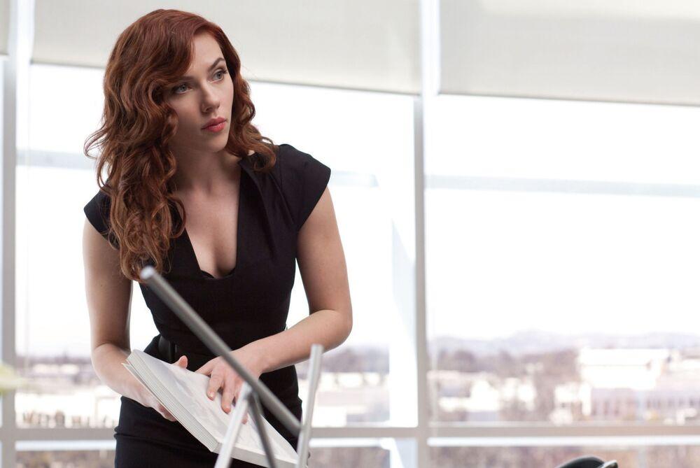 L'attrice Scarlett Johansson nel film Iron Man 2