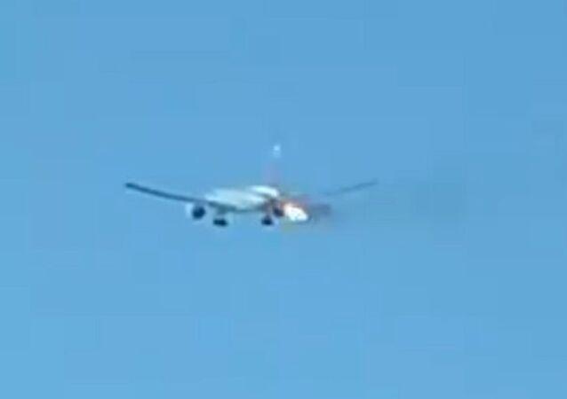 Boeing 777 in fiamme