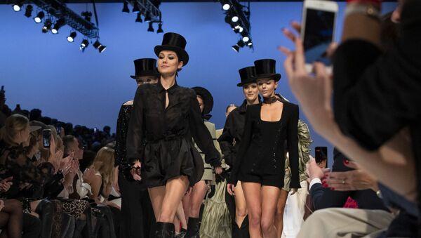 Una sfilata di moda a Vilnus - Sputnik Italia