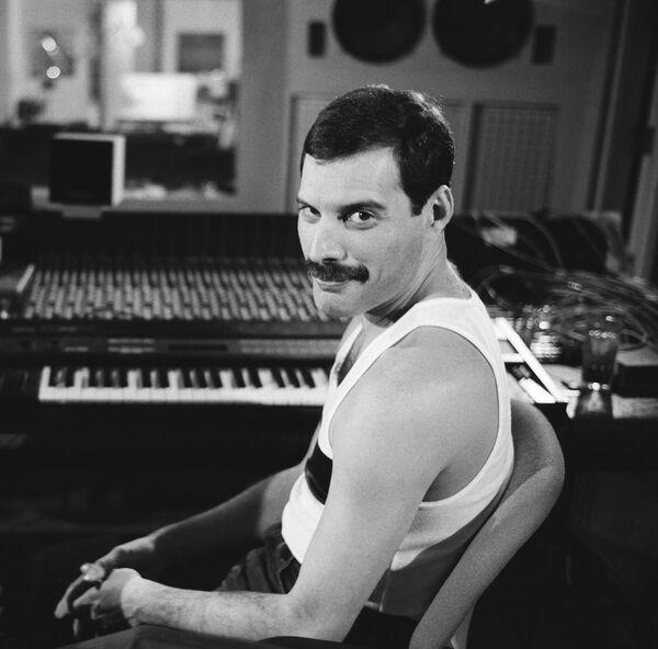 Fondatore dei Queen, ha dato alla musica tutto se stesso fino all'ultimo respiro, donando capolavori che non si smetterebbe mai di ascoltare e riascoltare. - Sputnik Italia
