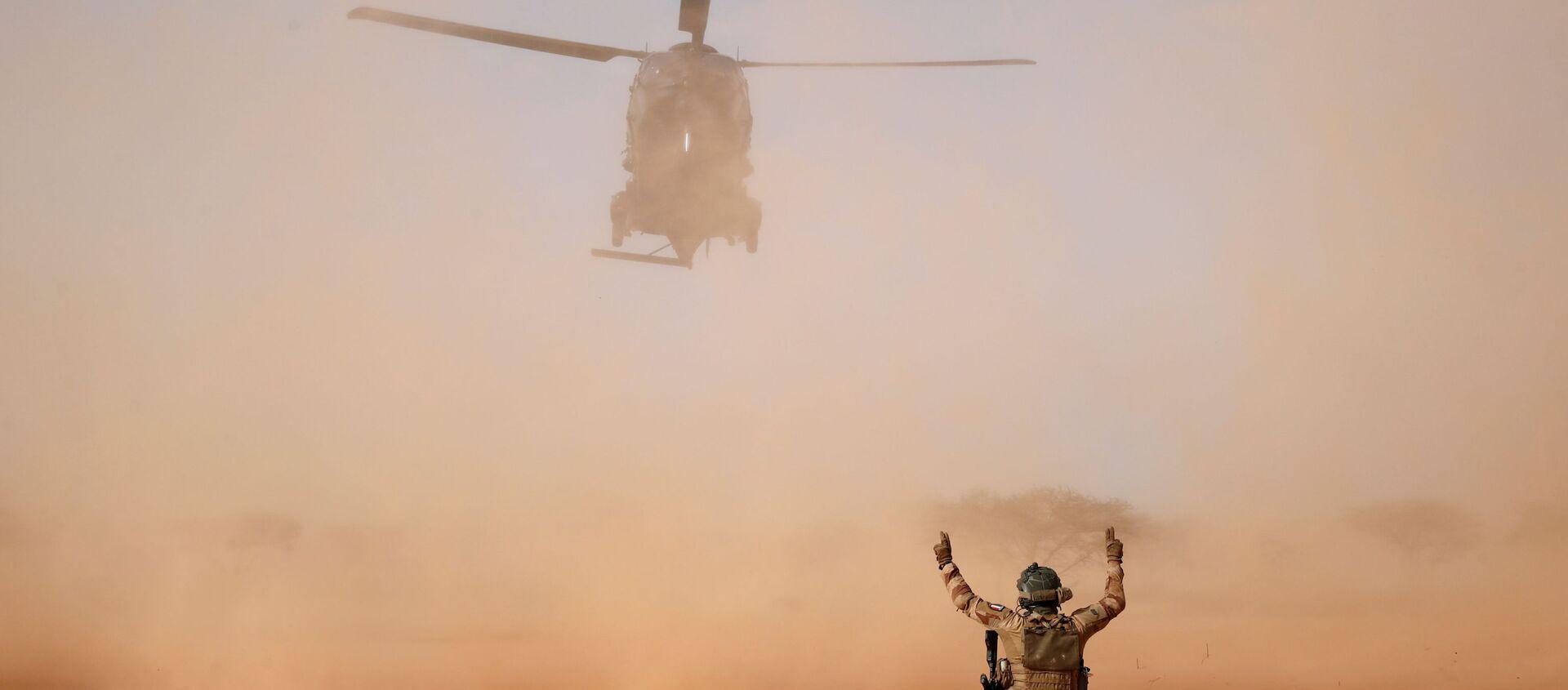 Un NH90 Caiman atterra durante l'Operazione Barkhane a Ndaki in Mali - Sputnik Italia, 1920, 26.11.2019