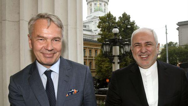 Il primo ministro della Finlandia Pekka Haavisto (L) ed il ministro degli Esteri dell'Iran Mohammed Javad Zarif a Helsinki - Sputnik Italia