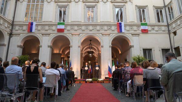 La conferenza stampa congiunta di Putin e Conte a Roma - Sputnik Italia
