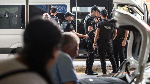 Poliziotti turchi all'aeroporto di Istanbul - Sputnik Italia