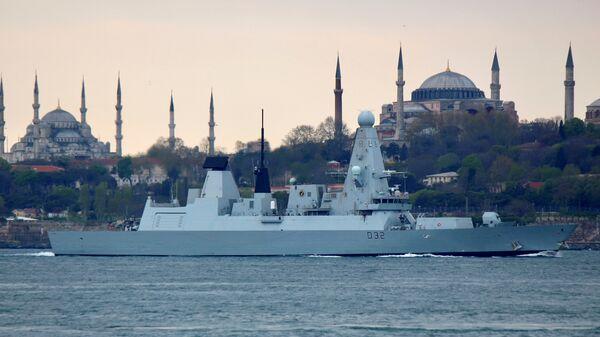 Nave militare nel Bosforo - Sputnik Italia