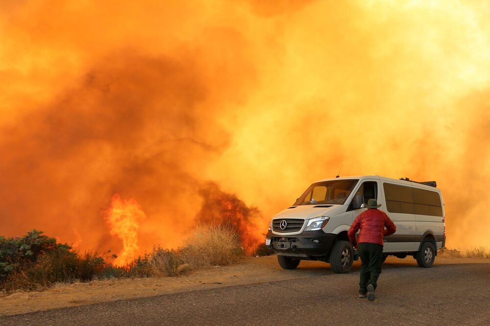 Incendi boschivi in California.