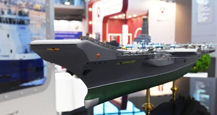 """Un modello delle portaerei della Marina Russa classe """"Lamantin"""""""