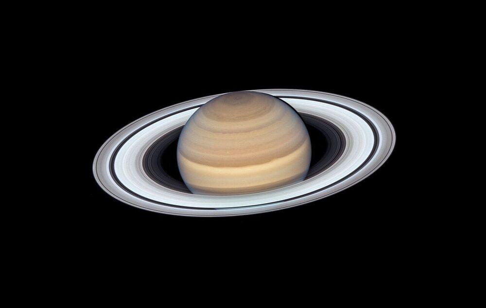 Saturno ripreso dal telescopio orbitale Hubble
