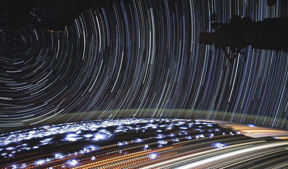 Una foto della Terra dall'ISS a lunga esposizione