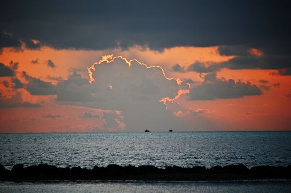 La vista del mare da un'isola delle Maldive al tramonto. - Sputnik Italia