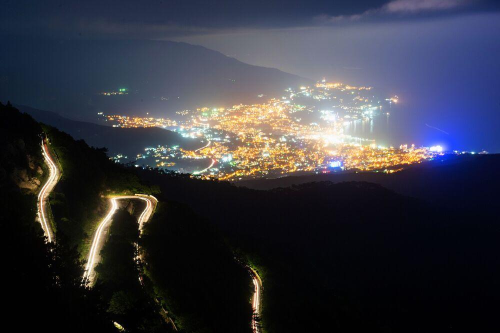 La vista di Jalta dal monte Ai-Petri in Crimea.