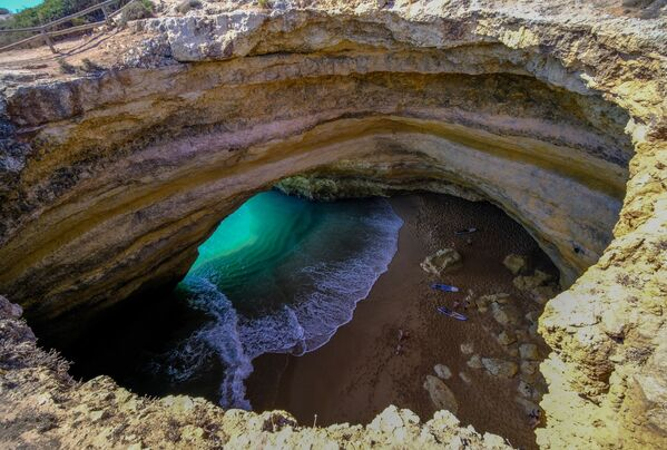 La spiaggia della grotta di Benagil in Portogallo. - Sputnik Italia