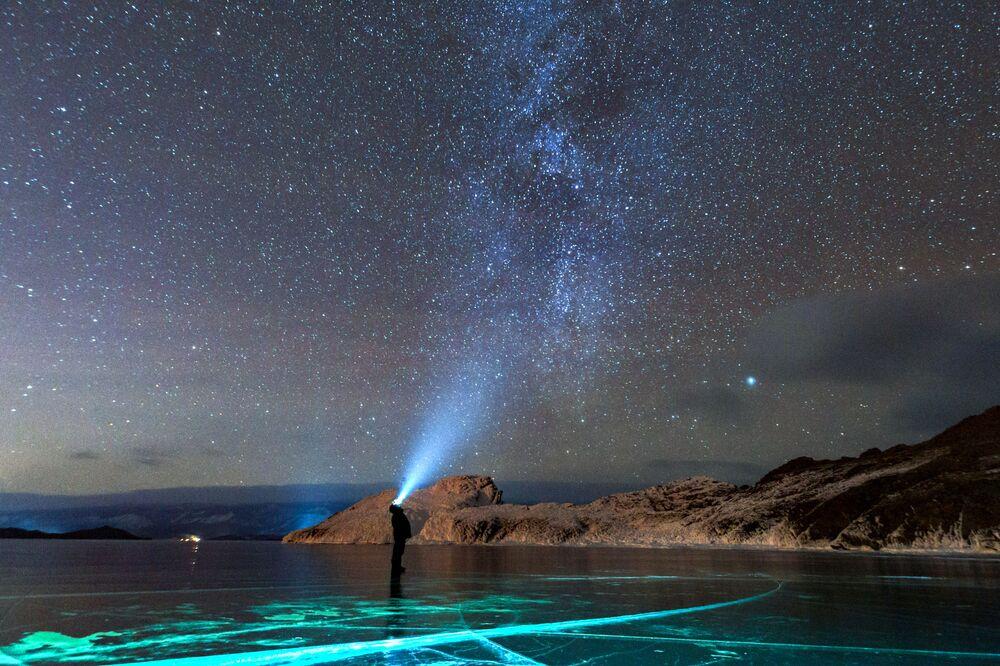 La Via Lattea vista nei pressi del lago Baikal.
