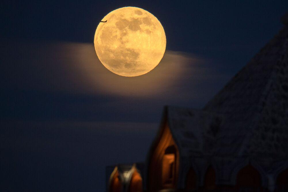 Una superluna vista a Mosca.