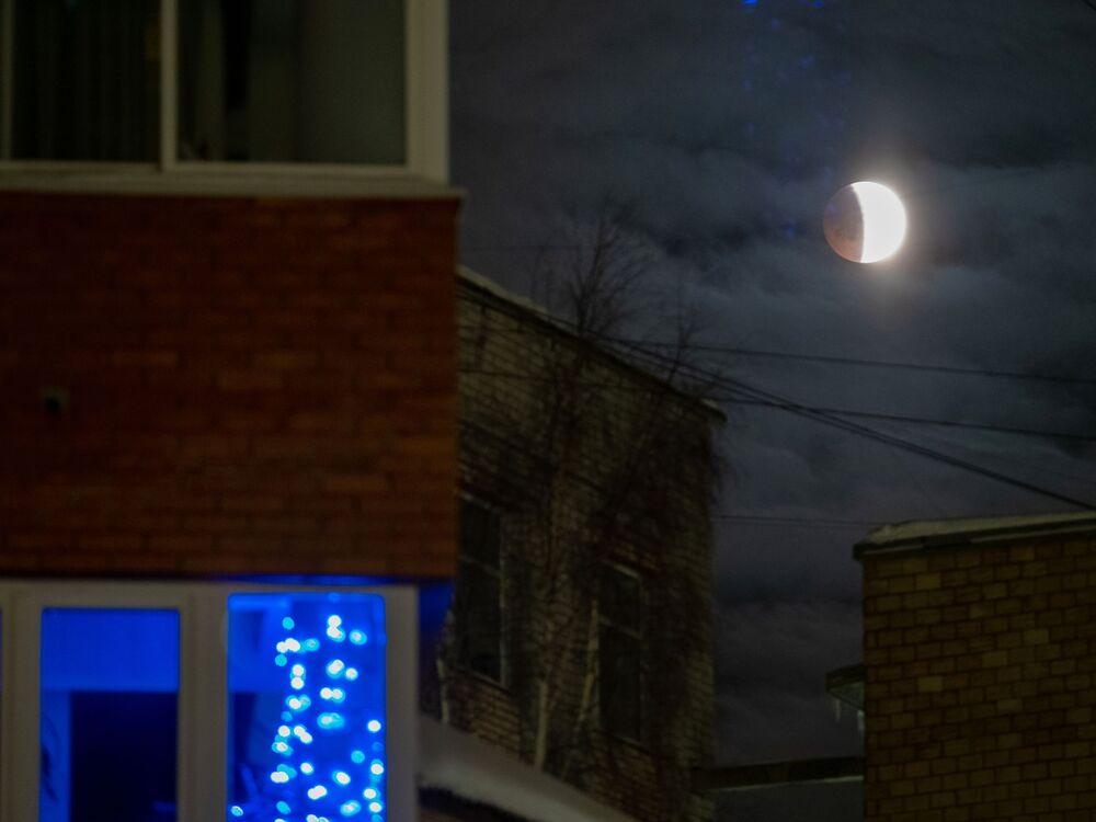 Eclissi lunare in Carelia, Russia.