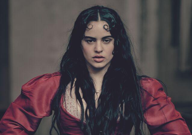 La cantante spagnola Rosalía nel Calendario Pirelli 2020