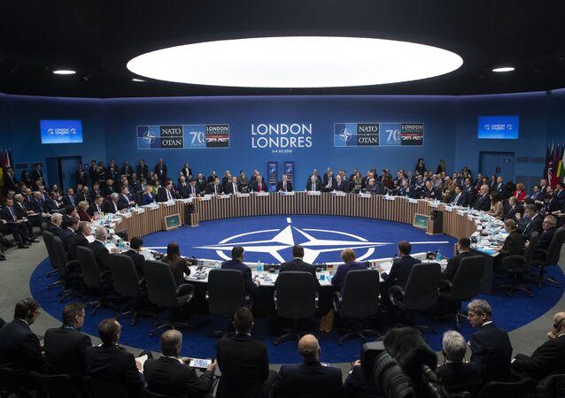 La sessione plenaria del Summit NATO a Londra