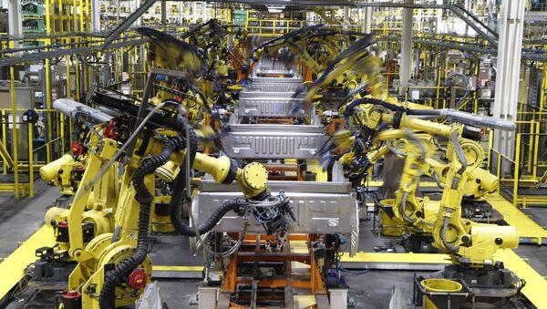 Una linea d'assamblaggio del pickup Ford F-150 a Dearborn in Michigan. - Sputnik Italia