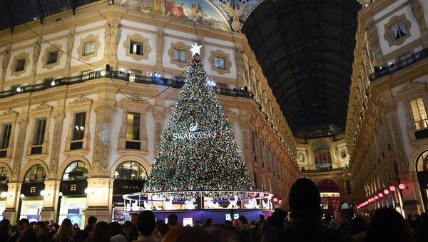 L'albero natale a Milano - Sputnik Italia