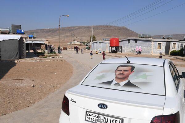 Un'auto nel campo profughi di Kharzholi vicino a Damasco - Sputnik Italia
