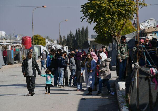 Il campo profughi di Kharzholi vicino a Damasco - Sputnik Italia