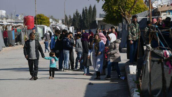 Rifugiati siriani in un campo vicino a Damasco - Sputnik Italia