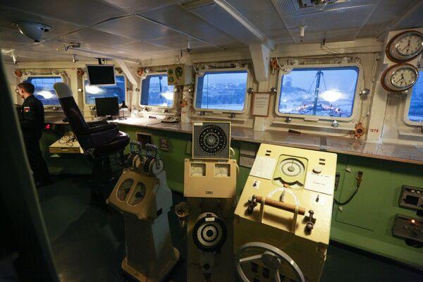 L'incrociatore lanciamissili pesante a propulsione nucleare Pyotr Velikiy - Sputnik Italia