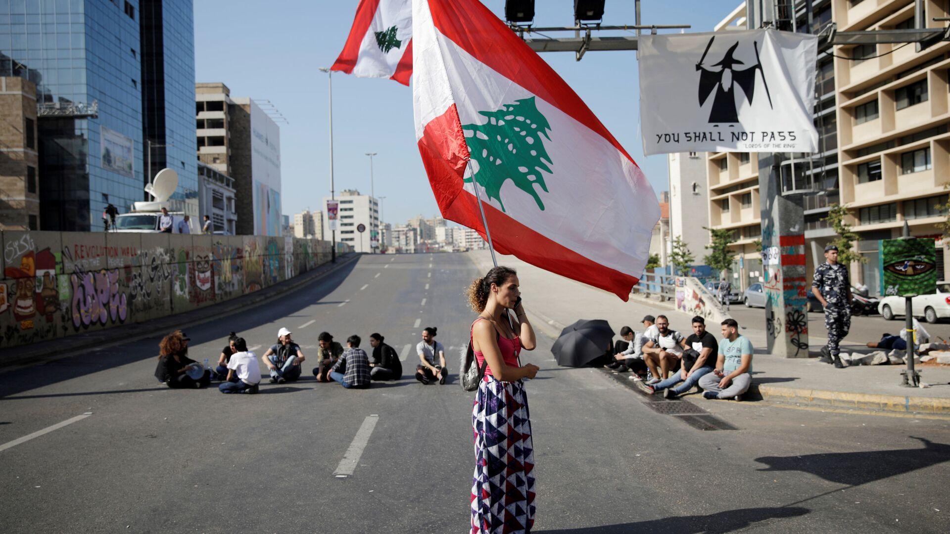 Una ragazza durante le proteste in Libano  - Sputnik Italia, 1920, 10.07.2021
