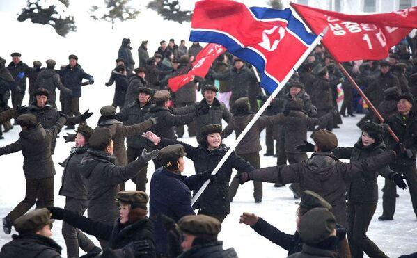Le celebrazione per la fine dei lavori di costruzione di una nuova città nella contea Samjiyon, in Corea del Nord. - Sputnik Italia