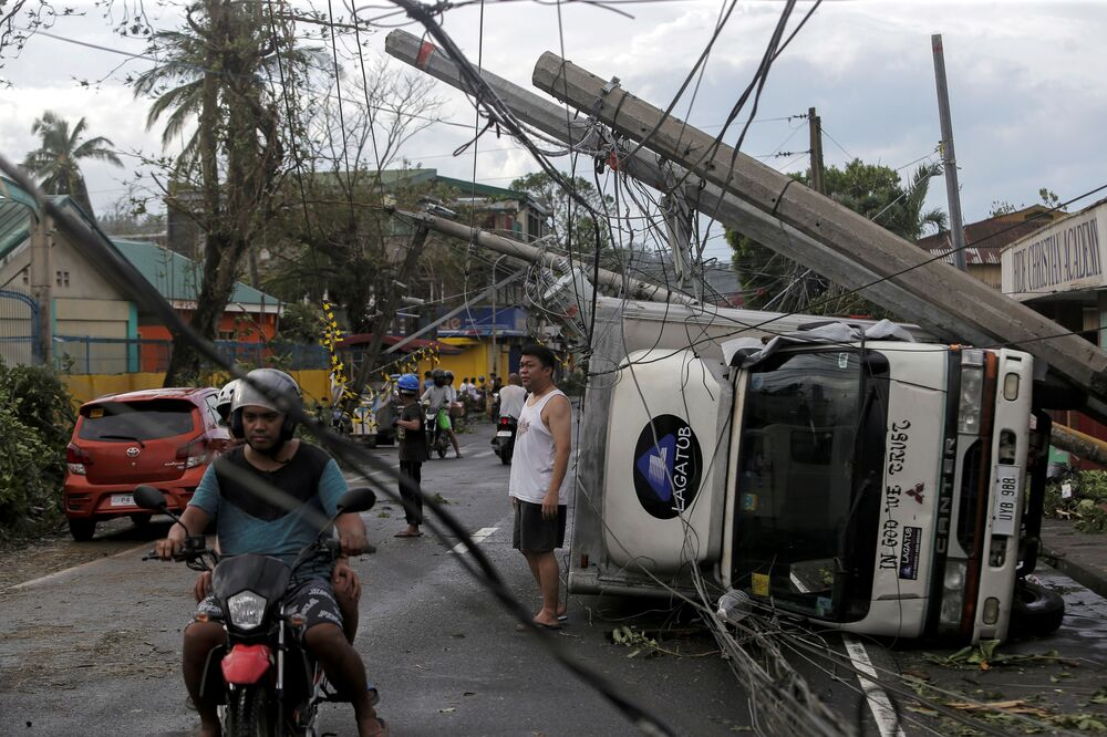 Le conseguenze terribili del tifone Kammuri nelle Filippine.