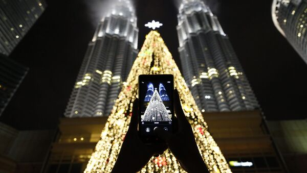 Una foto all'albero di Natale a Kuala Lumpur, Malesia. - Sputnik Italia