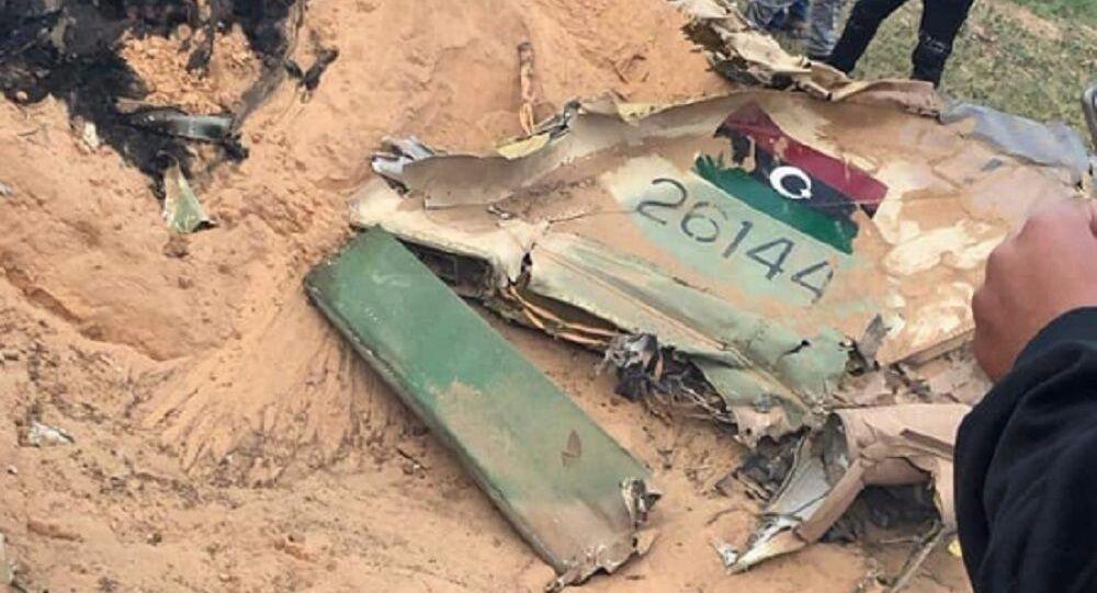 Una parte del MiG-23 dell'LNA abbattuto vicino a Tripoli