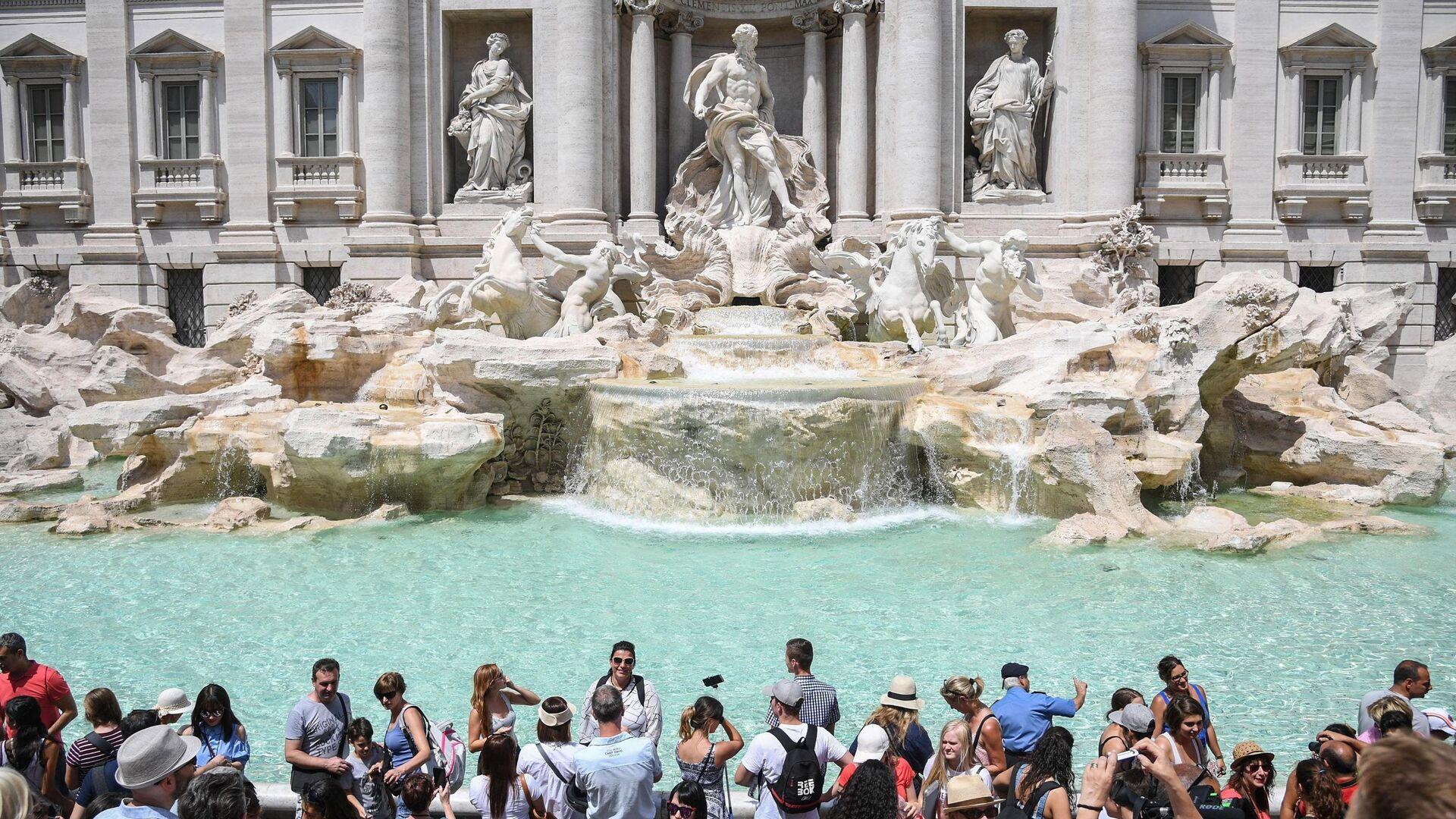 Turisti alla fontana di Trevi - Sputnik Italia, 1920, 16.08.2021